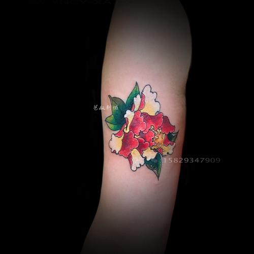 即使是最好的纹身师也很少能徒手工作(在空白的皮肤上没有任何草稿而